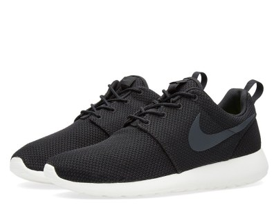 workout-sneakers_0001_23-12-2015_nike_rosheone_black_anthracite_sh_1